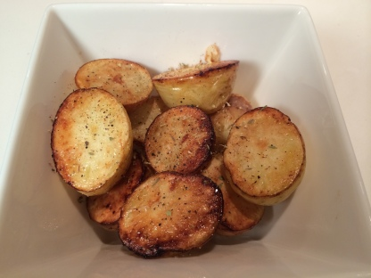 Crispy roast potatoes with rosemary and thyme
